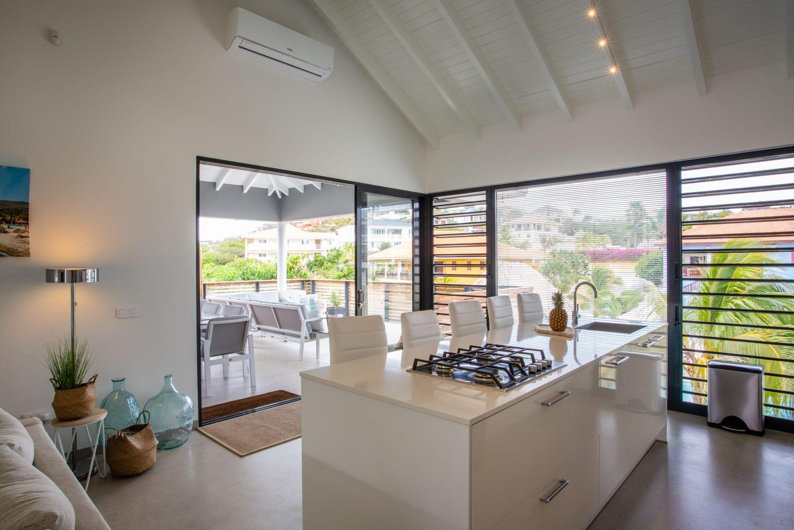 Keuken La Royal met schuifpui naar de overdekte veranda
