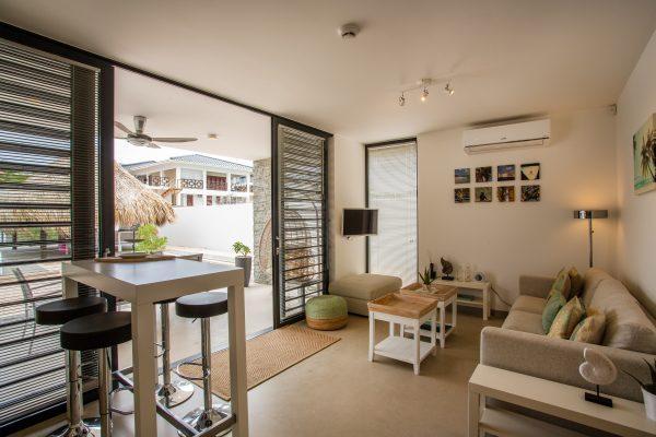 Sfeervolle woonkamer La Hasta  met open keuken