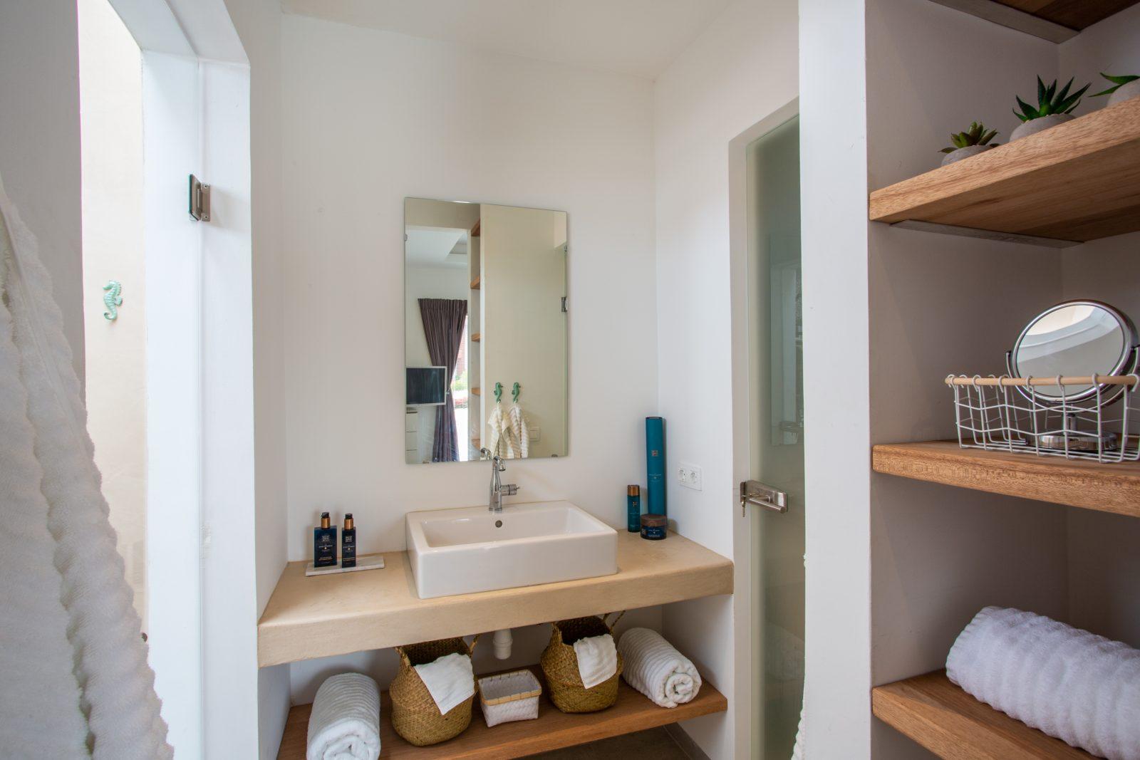 Badkamer met apart toilet La Royal